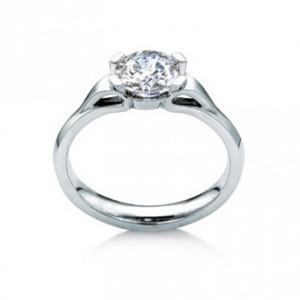 maevona-eorsa-engagement-ring-platinum-amidon-jewelers.jpg