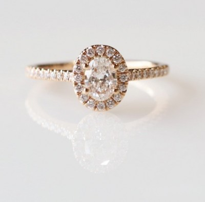 14Kr .77Tw Oval Halo Diamond Engagement Ring