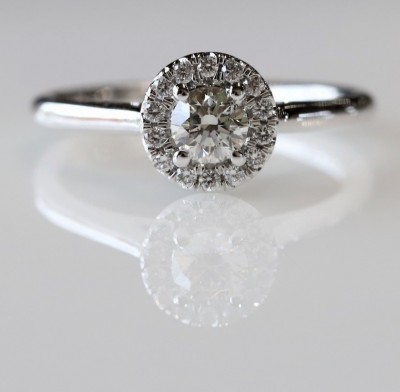 14Kw .48Cttw Round Halo Diamond Engagement Ring