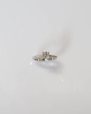 14kw Round Center Diamond Engagement Ring