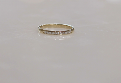 14ky .10cttw 11 Stone Diamond Channel Band